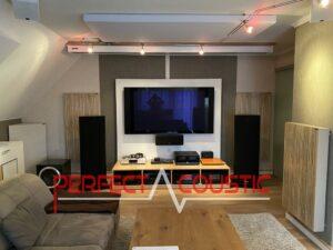 Akustikplatten in einem Kinoraum platziert-Bassabsorber