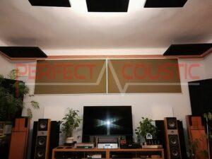 Akustikplatte an der Decke.