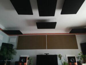Akustikplatte an der Decke..
