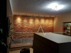 Platzierung des Schalldiffusors an der Wand.