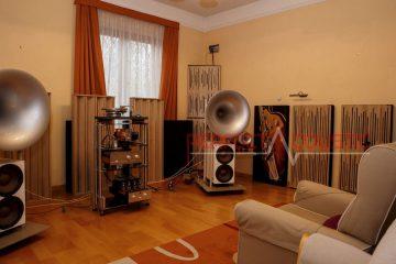 HiFi-Raum perfekt echofrei-Platzierung von Akustikplatten an einem buckligen Lautsprecher....Schallabsorber