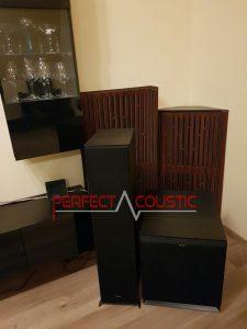 Diffusor-Akustikplatten-in-der-Ecke-neben-der-Bassfalle