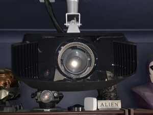 Sony 4K-vw570es-Projekt an der Decke