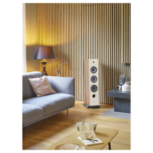Chora-826-Licht-Holz-in-einem-Raum