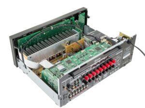 Onkyo-TX-NR676-Empfänger im Inneren